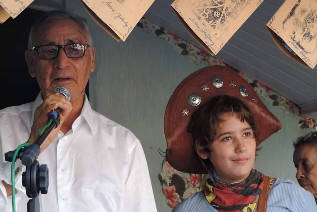 Adolescente reúne dois mil cordéis e cria 'cordelteca' SP