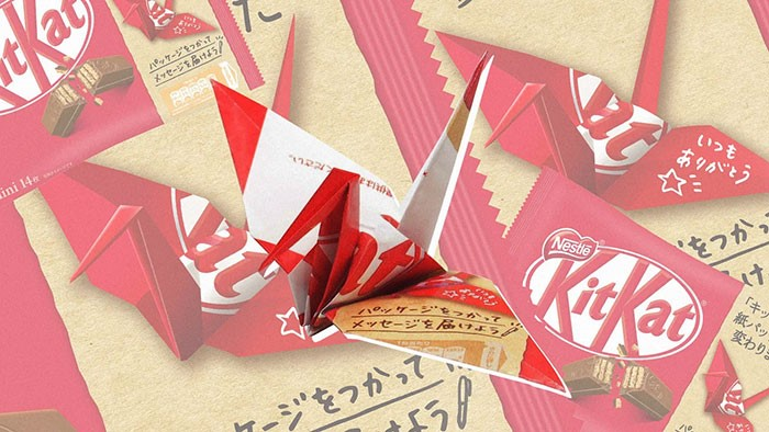 Embalagens de plástico da KitKat Japão substituídas papel origami