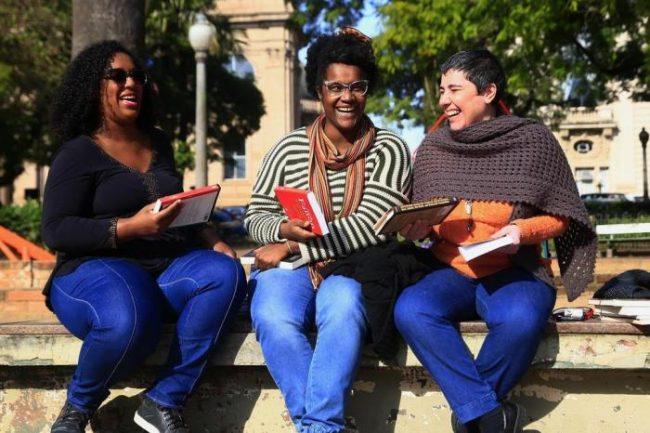 """Ela criou o """"Tinder dos Livros"""" para facilitar o acesso à leitura a pessoas negras 3"""