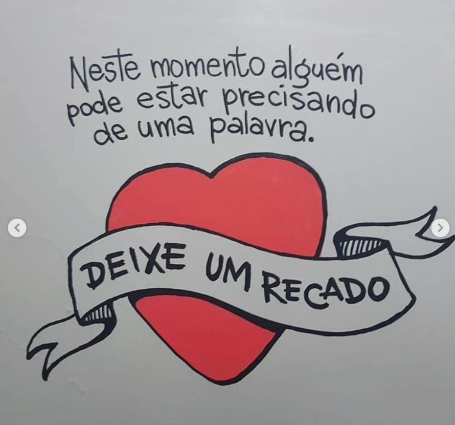 Grafiteiro mensagens suicídio banheiro escola