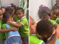 Menino que sobreviveu ao furacão Dorian é recebido com abraço coletivo de colegas 1