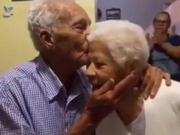 Em vídeo tocante, idoso declara amor por sua esposa com lindo poema