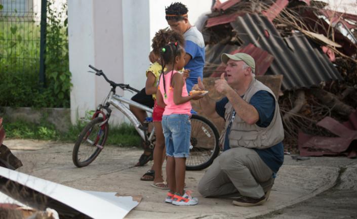 chef josé andrés brincando crianças bahamas