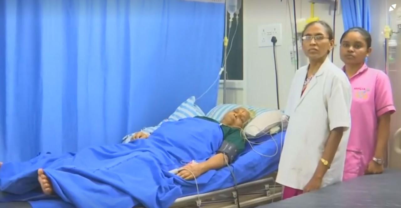 mulher hospital pós-parto cama hospital