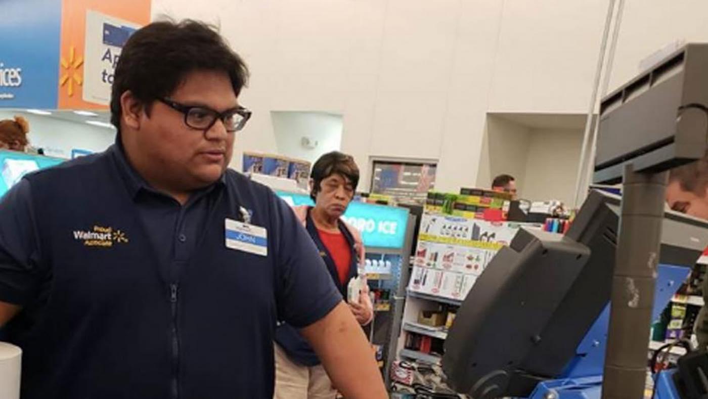 Caixa supermercado paga conta mulher sem dinheiro