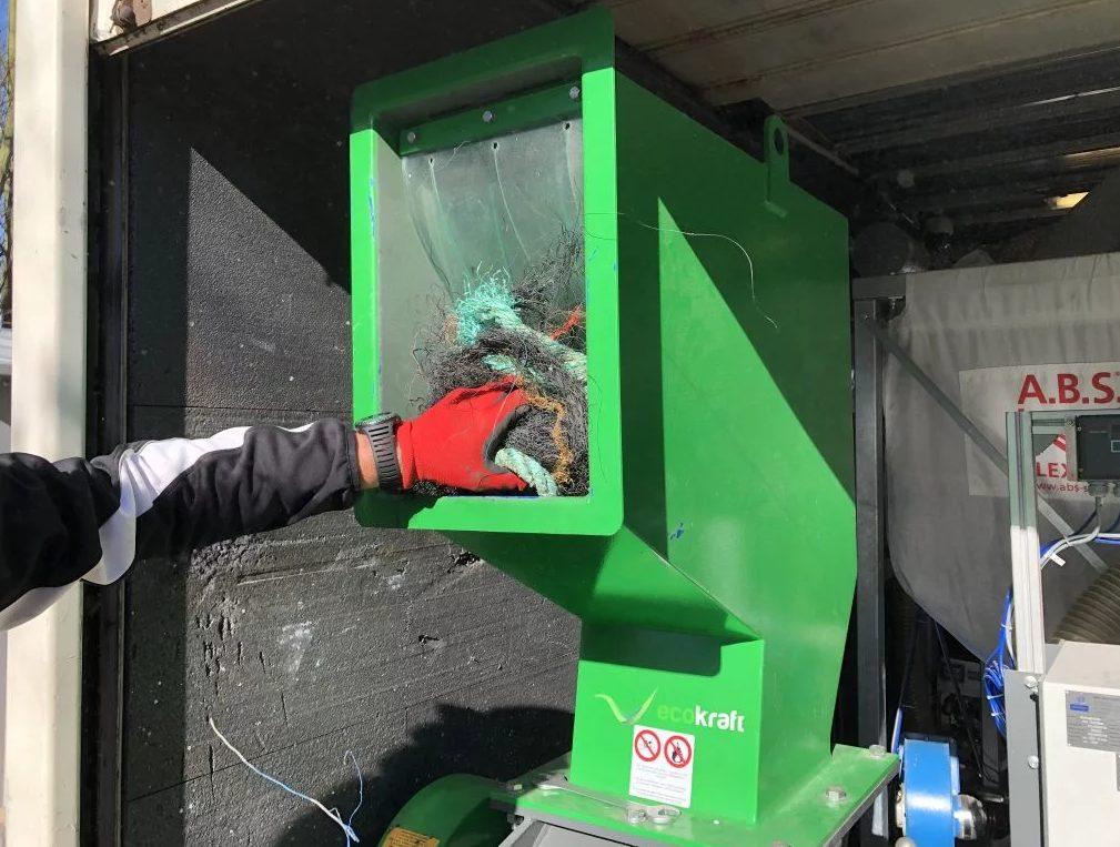 máquina recicladora lixo oceano combustível