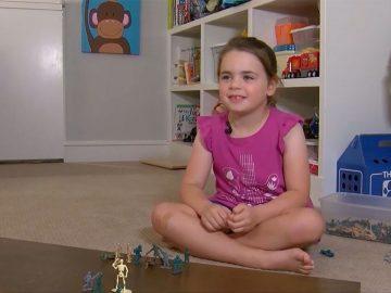Carta menina leva fabricante lançar brinquedos soldados mulheres