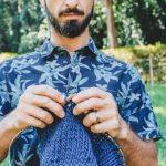 Projeto propõe aulas de tricô e conversa sobre masculinidade em Curitiba (PR)