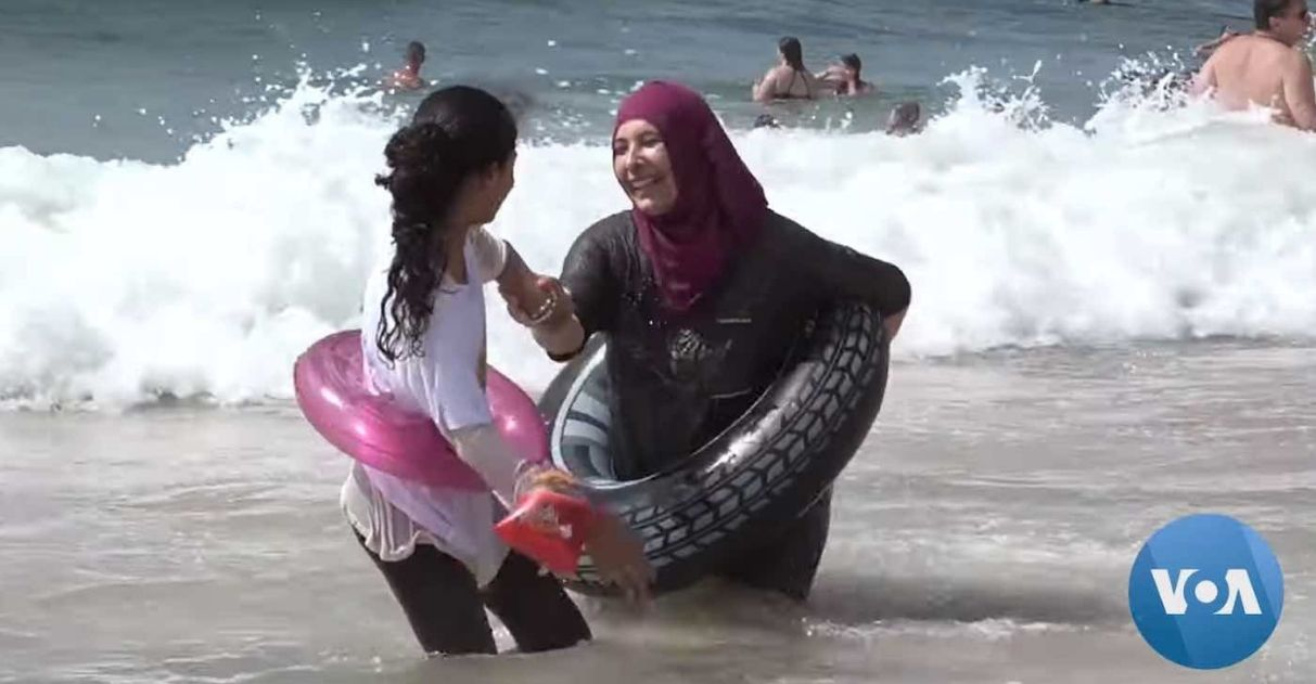 Rabinos israelenses levam palestinos para ver o mar pela primeira vez
