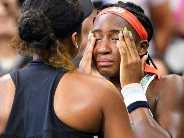 Em vídeo emocionante, Naomi Osaka quebra protocolo e consola Gauff após vitória, que vai às lagrimas
