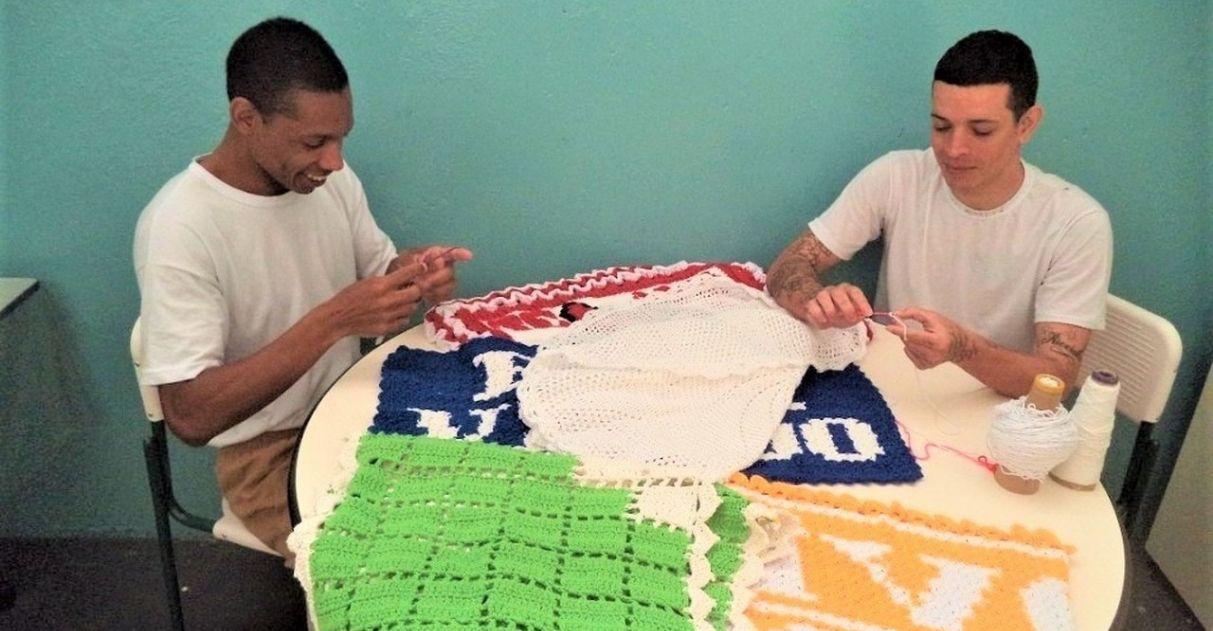detentos fazem artesanato crochê