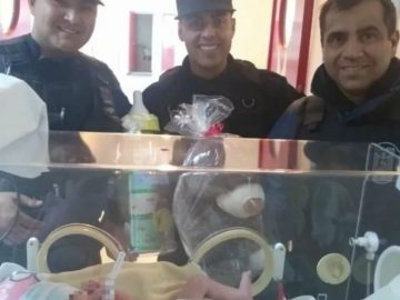 policiais são avisados por cachorros de rua e salvam bebê abandonado