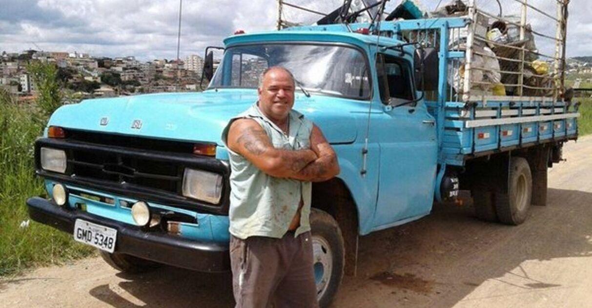 dono de ferro conserta e doa cadeiras de rodas em MG