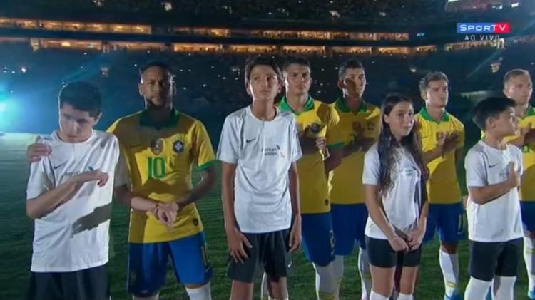 Mãe narra jogos Palmeiras filho cego ganha prêmio FIFA