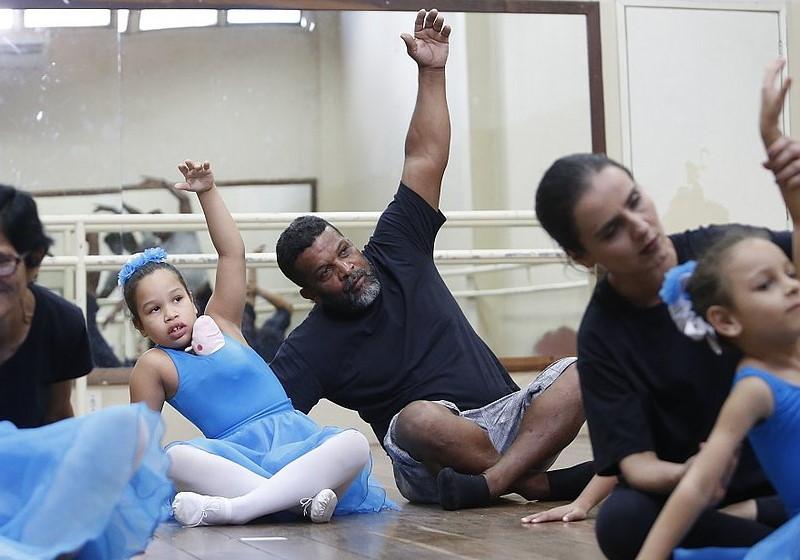 pedreiro aula balé filhas