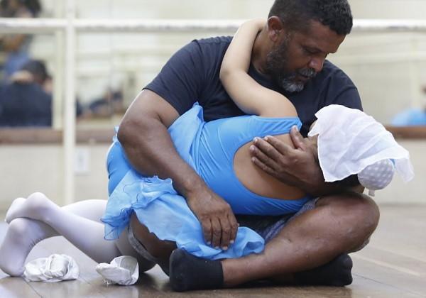 pai filha aula balé