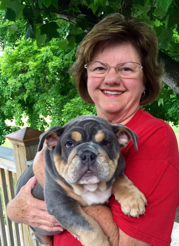 A professora Joyce com seu cachorrinho de estimação