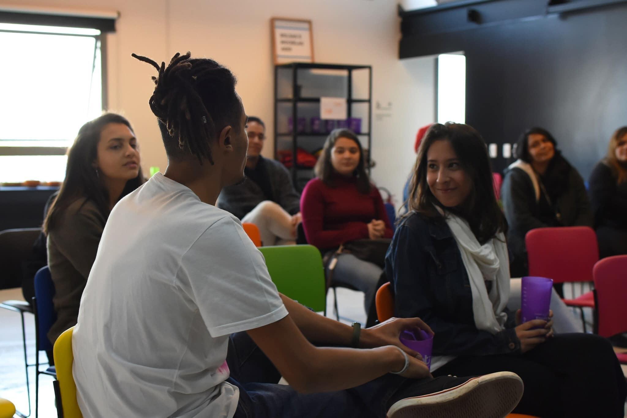 estudantes refugiados projeto programação