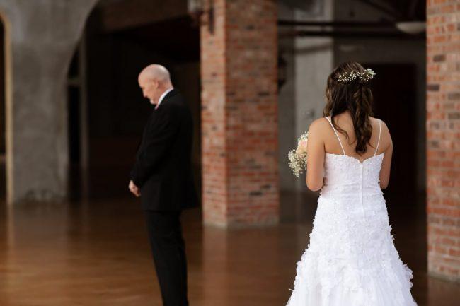 Filhas 'inventam' casamento para dançar valsa com pai com câncer terminal 2