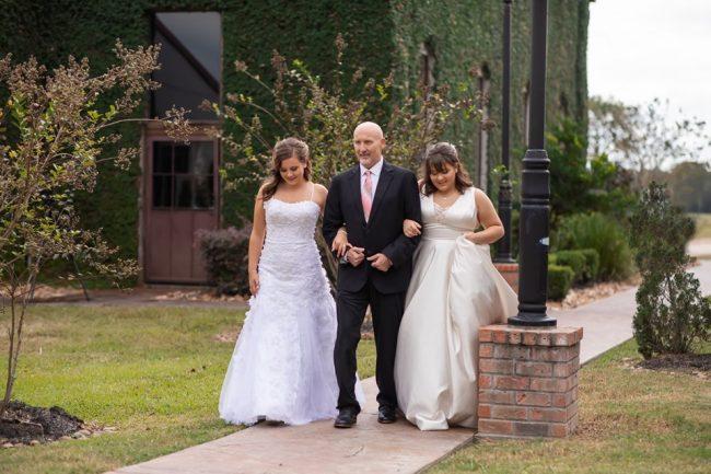 Filhas 'inventam' casamento para dançar valsa com pai com câncer terminal 3