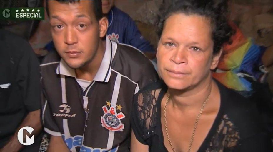 imagnes de como a família ajudada por torcedor vive