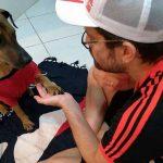 Cão Doze e seu dono flamenguista