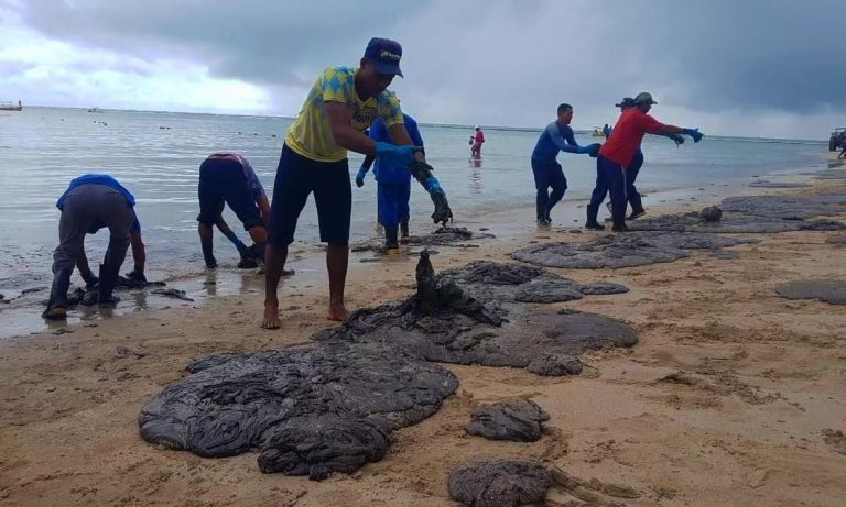 Resultado de imagem para óleo nas praias do nordeste