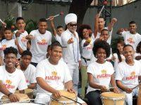 Carlinhos Brown promove inclusão social de crianças e adolescentes de comunidade em Salvador através da arte 3