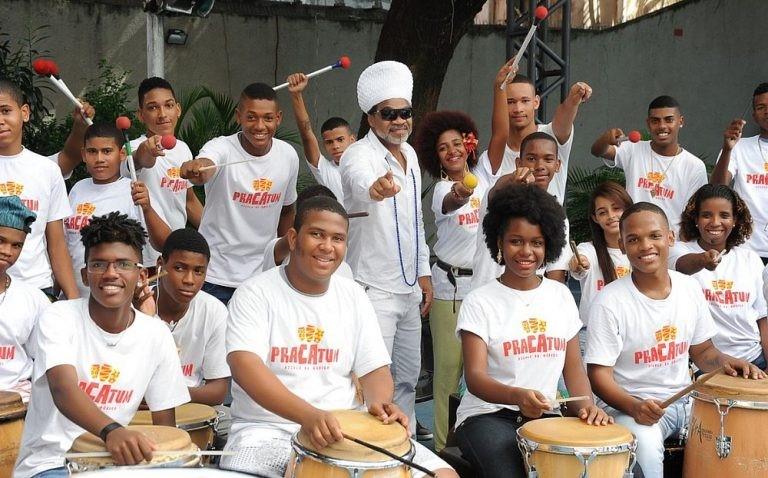 Carlinhos Brown promove inclusão social de crianças e adolescentes de comunidade em Salvador através da arte 6