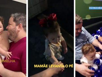 Menina de 2 anos guia os pais deficientes visuais no dia a dia 5