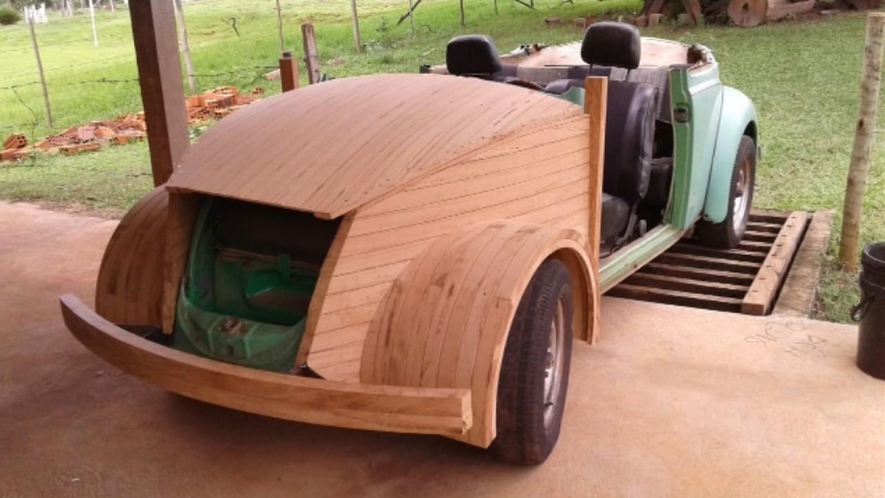 Marceneiro Fusca conversível de madeira