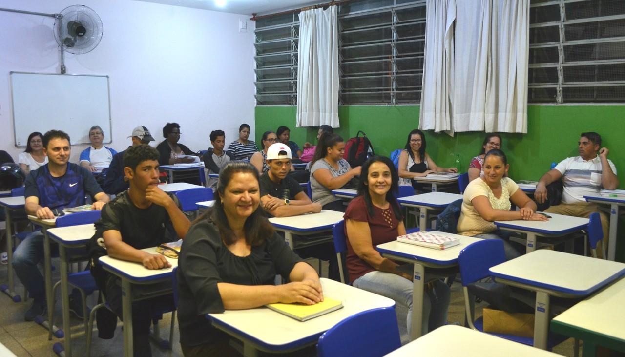 Amigas estudos reencontro sala de aula araraquara