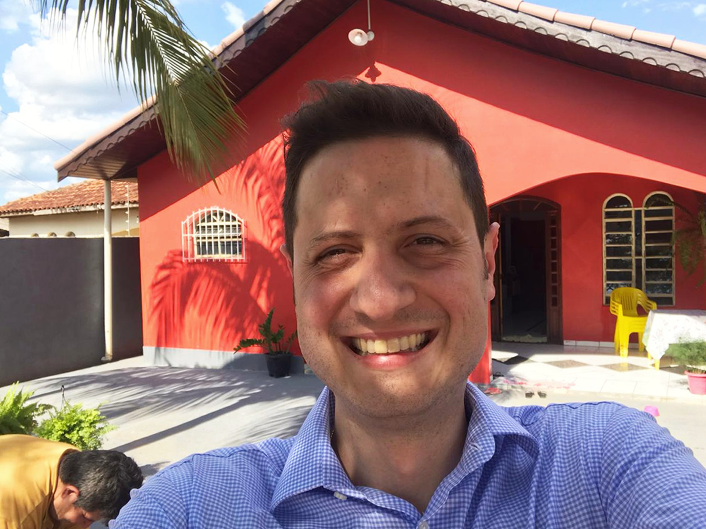 Homem leucemia constrói casa doadora medula