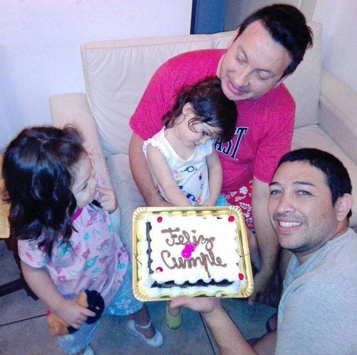 Casal gay adota bebê com HIV que foi rejeitada por 10 famílias 7