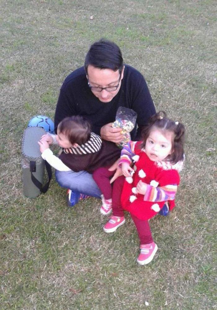 Casal gay adota bebê com HIV que foi rejeitada por 10 famílias 6