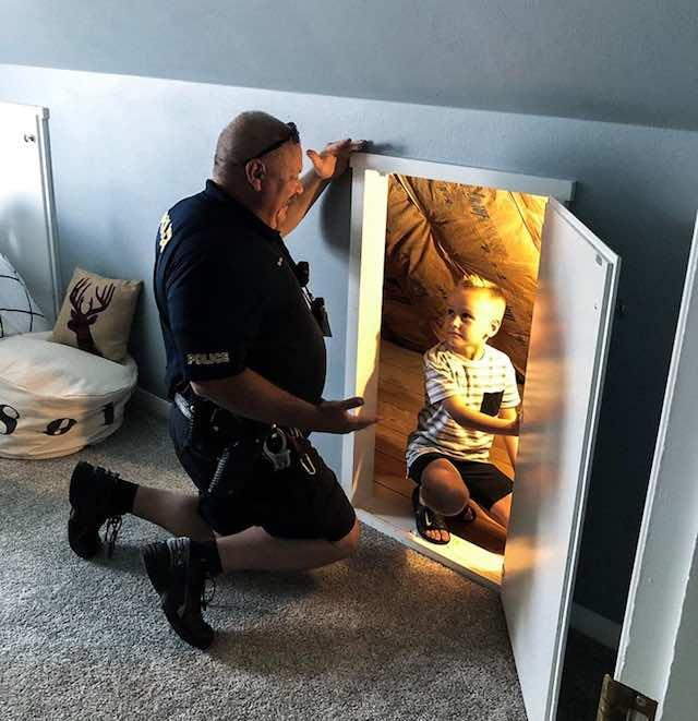 Policial liga tranquilizar menino medo de monstros