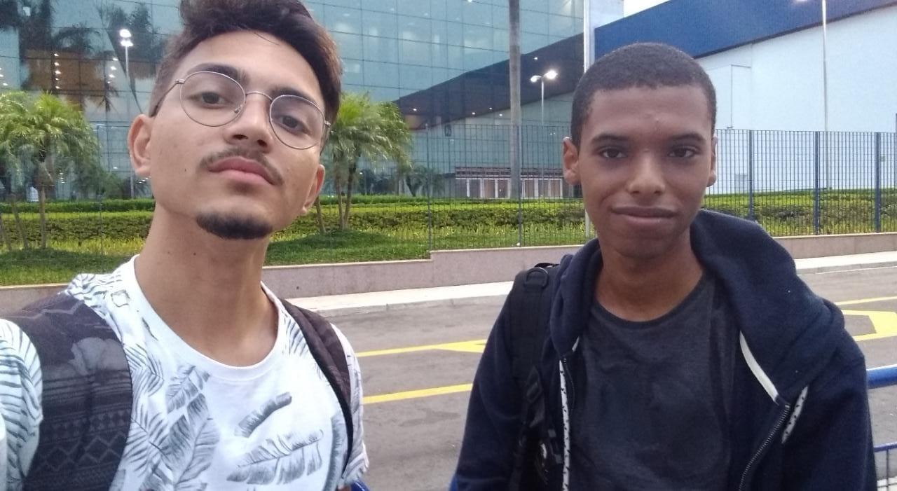 dois jovens que criaram o site Radar do Preconceito
