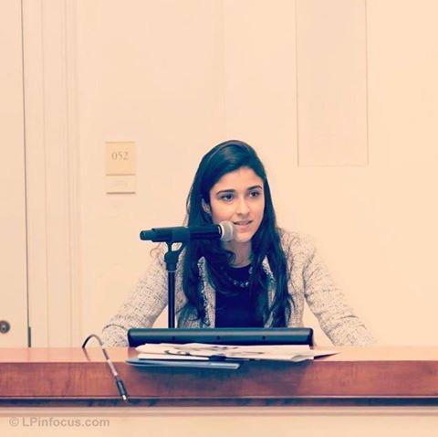 jovem cientista Taciana Pareira discursando