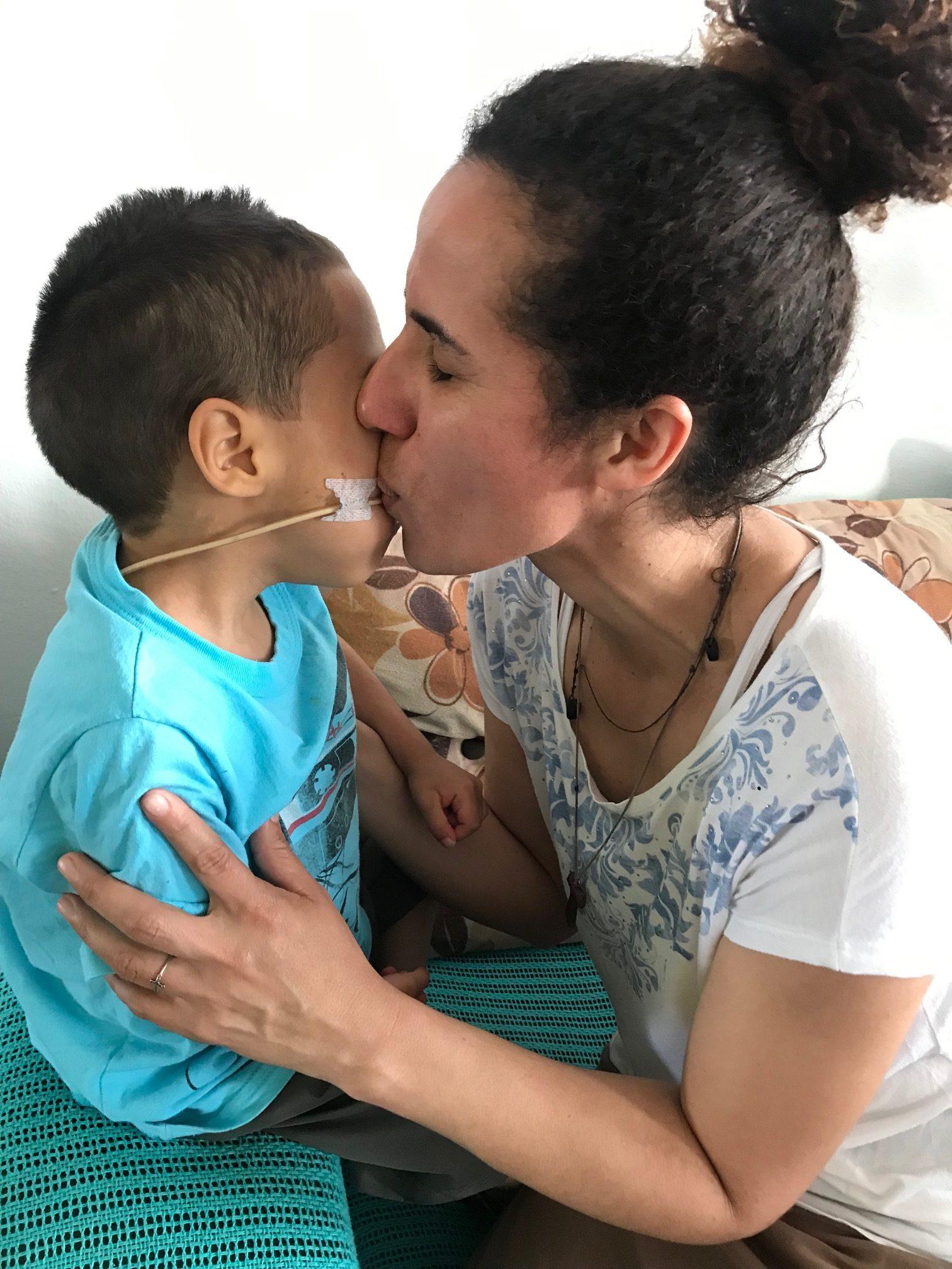 Funcionária de abrigo adota garoto recusado em mais de 10 instituições 2