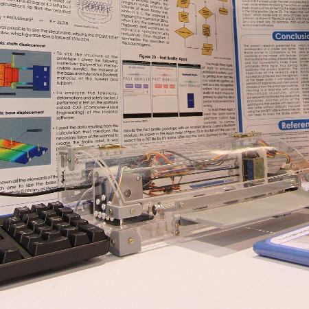impressora de baixo custo reproduz textos em Braille