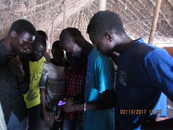 Ex-refugiado que escapou da guerra desenvolve games pela paz 2