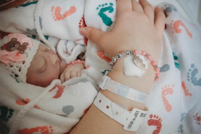 Mãe perdeu bebê doa mil potes leite materno ajudar outras