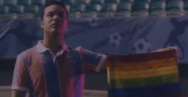 torcedor bahia segura bandeira arco-íris