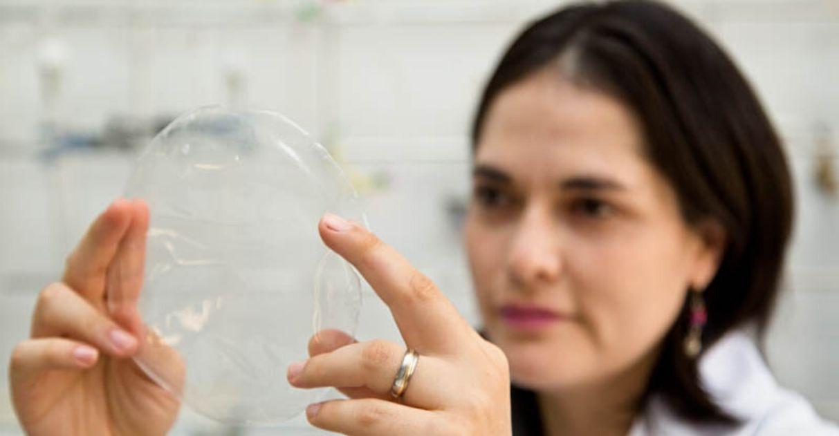 USP cria plástico biodegradável feito de mandioca, transparente e resistente 3