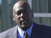 Michael Jordan inaugura clínica de saúde para pessoas carentes