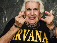 Fotógrafa faz ensaios divertidos com idosos e mostra que envelhecer não é sinônimo de tristeza 9