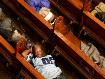 Igreja abre portas para moradores de rua dormirem todos os dias há 15 anos 2