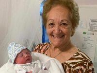 idosa faz parto improvisado de neta