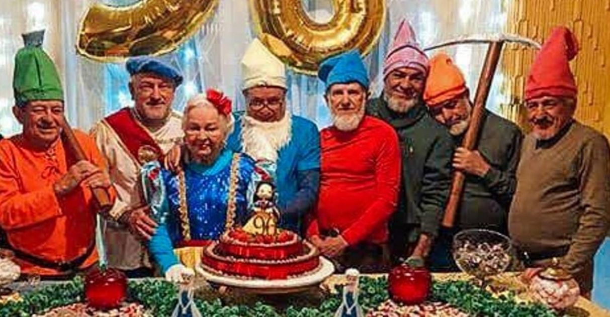 Avó transforma Branca de Neve para comemorar 96 anos