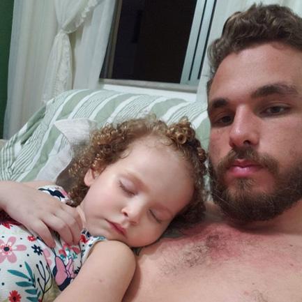 """Homem assume paternidade de filha de amiga: """"me escolheu como seu pai"""" 2"""